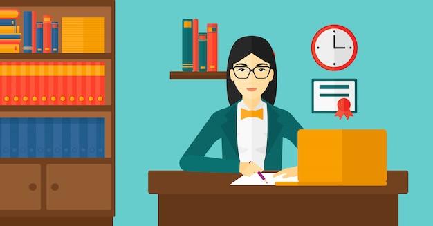Donna che per mezzo del computer portatile per istruzione