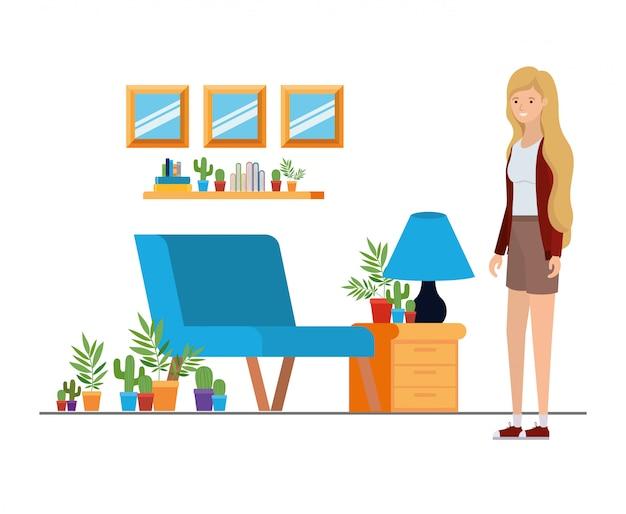Donna che sta nell'ufficio del lavoro con bianco