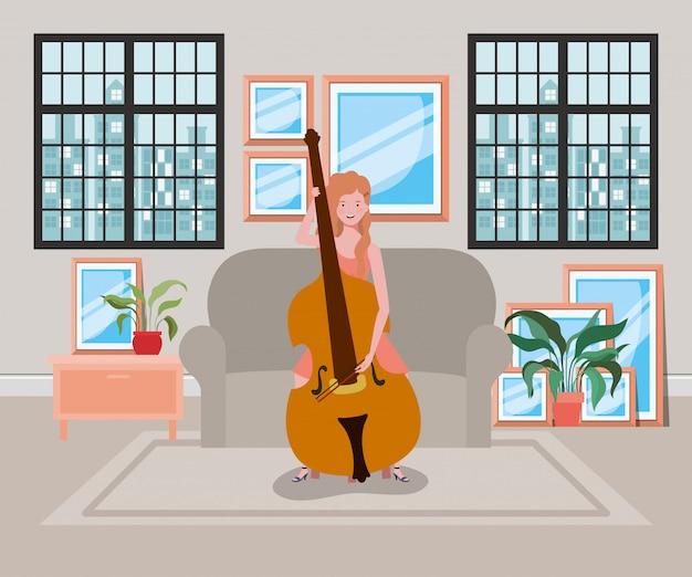 Donna che suona il carattere strumento violoncello