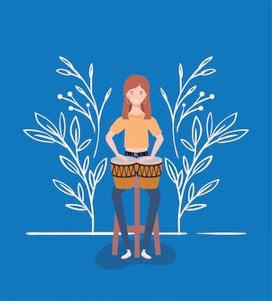 Donna che suona il personaggio di tamburi timpani