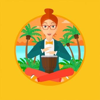 Donna che suona tamburo etnico.