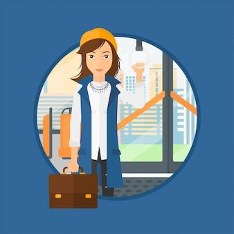 Donna che viaggia con i mezzi pubblici.