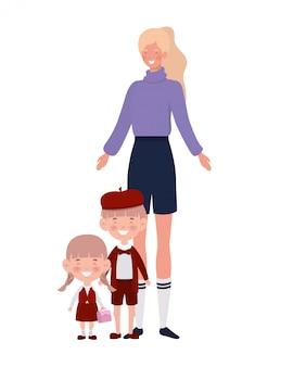 Donna con bambini di ritorno a scuola