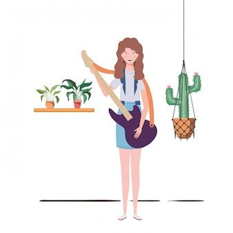 Donna con chitarra elettrica e piante d'appartamento su grucce macramè
