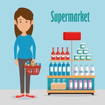 Donna con generi alimentari al supermercato