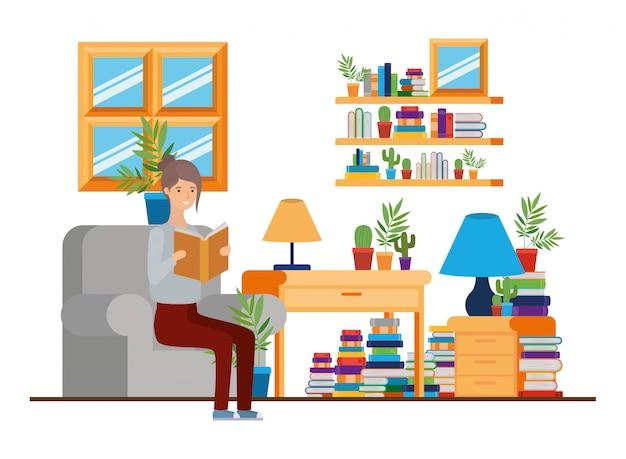 Donna con il libro in mano nel soggiorno