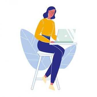 Donna con l'illustrazione di vettore del fumetto del computer portatile