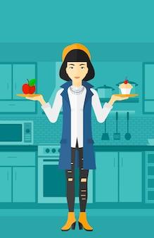 Donna con mela e torta.