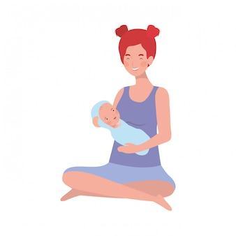 Donna con un neonato tra le braccia