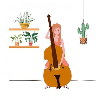 Donna con violino e piante d'appartamento su grucce macramè