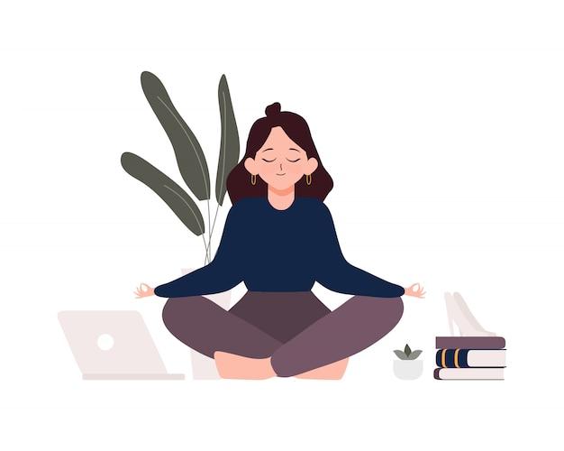 Donna di affari che si siede nella posa del loto di padmasana. impiegato di concetto che medita, che si rilassa o che fa yoga dopo l'illustrazione di giorno del duro lavoro e di sforzo