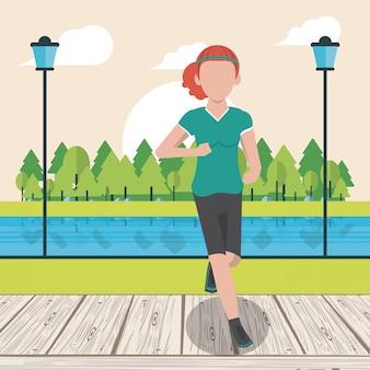 Donna di forma fisica che funziona nel parco