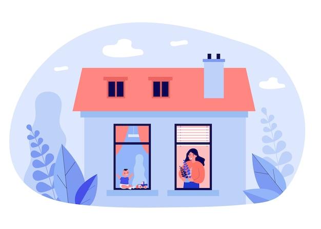 Donna e bambino nelle finestre degli appartamenti vicini