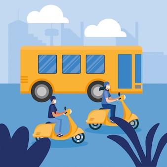Donna e uomo con mascherina medica su moto e autobus