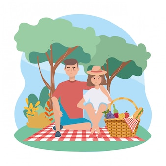 Donna e uomo con sandwinch e uva con mela