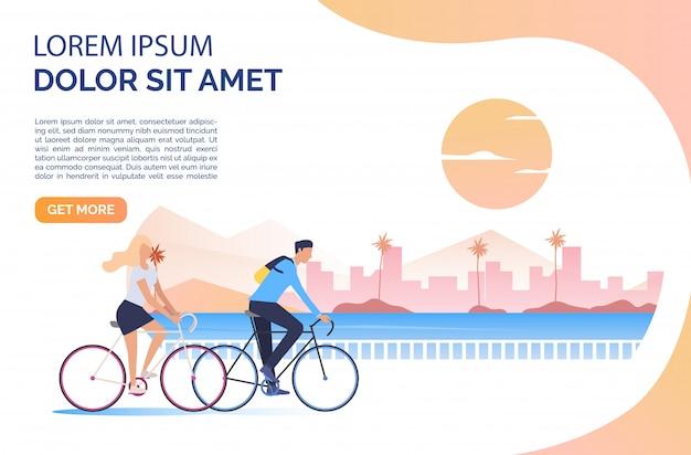 Donna e uomo in sella a biciclette, sole, paesaggio urbano e testo di esempio