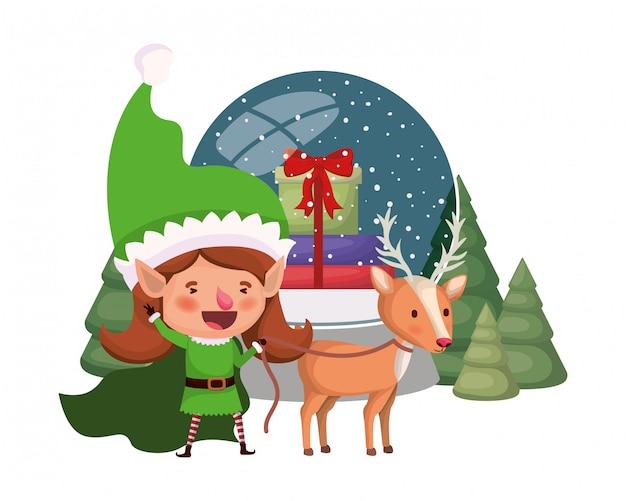 Donna elfo con renne e sfera di cristallo