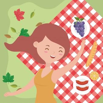 Donna felice che si rilassa coperta natura dell'alimento di picnic