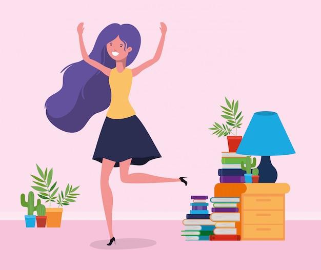 Donna felice nella stanza di studio