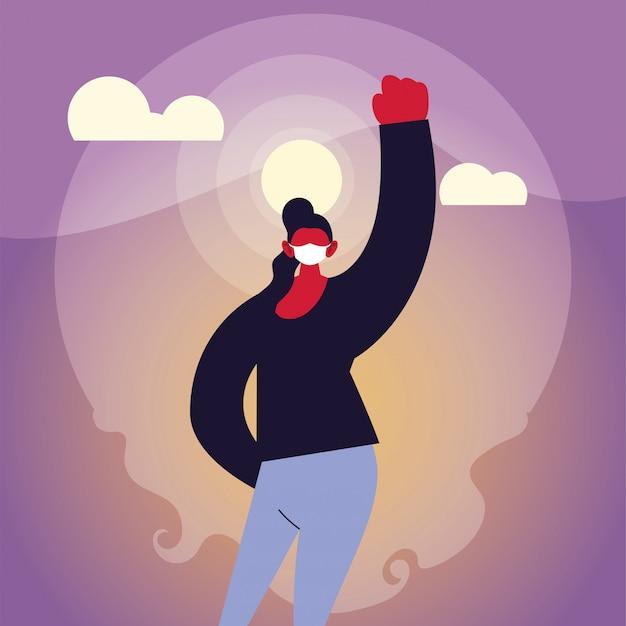 Donna forte che utilizza la maschera nella città