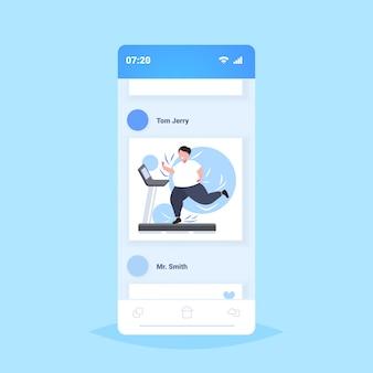 Donna grassa obesa in esecuzione sul tapis roulant sovrappeso ragazza allenamento cardio allenamento perdita di peso concetto smartphone schermo applicazione mobile online