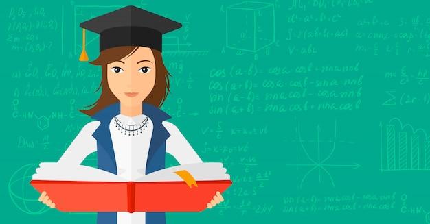 Donna in libro della holding della protezione di graduazione