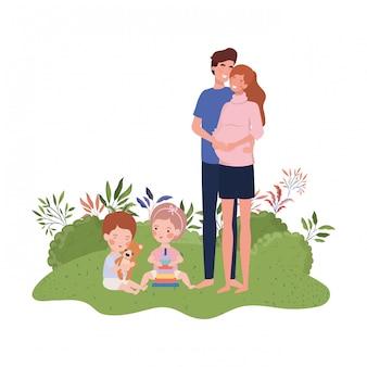 Donna incinta con marito e bambino