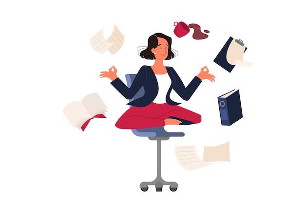 Donna nella posa del loto. il dipendente medita contro lo stress.