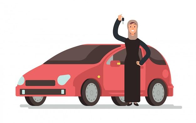 Donna saudita musulmana araba felice che ottiene patente di guida e automobile personale.