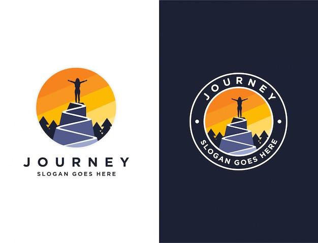 Donna su un logo di picco di montagna