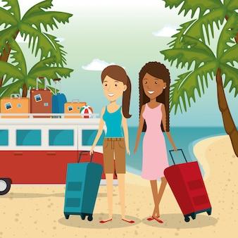 Donne amichevoli in spiaggia