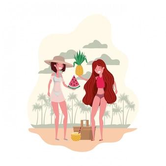 Donne con costume da bagno e frutti tropicali in mano