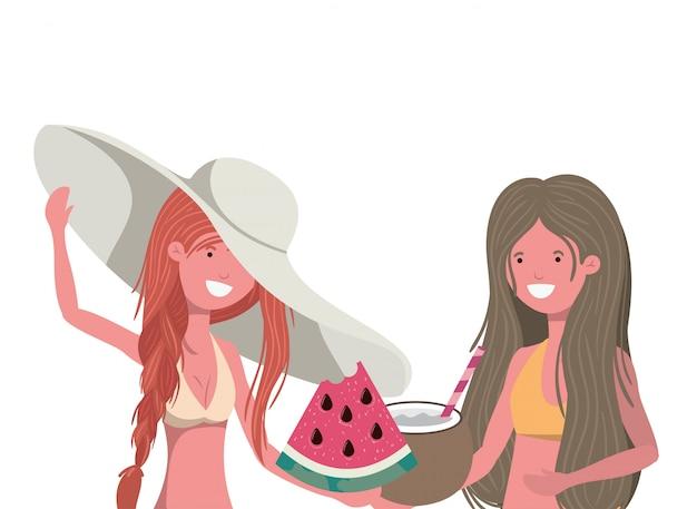 Donne con porzione di anguria in mano in bianco