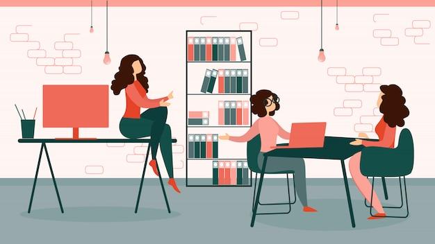 Donne di affari nel lavoro convenzionale del vestito in ufficio moderno
