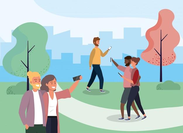 Donne e uomini con tecnologia smartphone nel parco