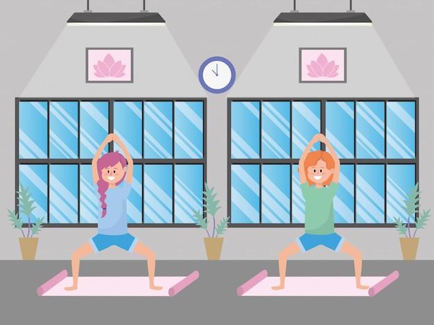 Donne in forma che praticano yoga