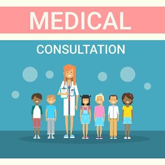 Dottore examining patients group consultazione medica cliniche sanitarie banner medicina servizio ospedaliero
