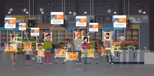 Drogheria identificazione clienti sorveglianza cctv riconoscimento facciale mix corsa persone fila fila alla cassa moderna supermercato sistema di telecamere di sicurezza interno