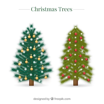 Due alberi di natale decorativi in stile realistico