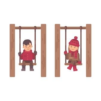 Due bambini carini seduti sulle altalene