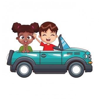 Due bambini sorridenti che guidano automobile