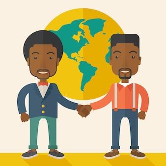 Due ragazzi di colore si stringono la mano felicemente.