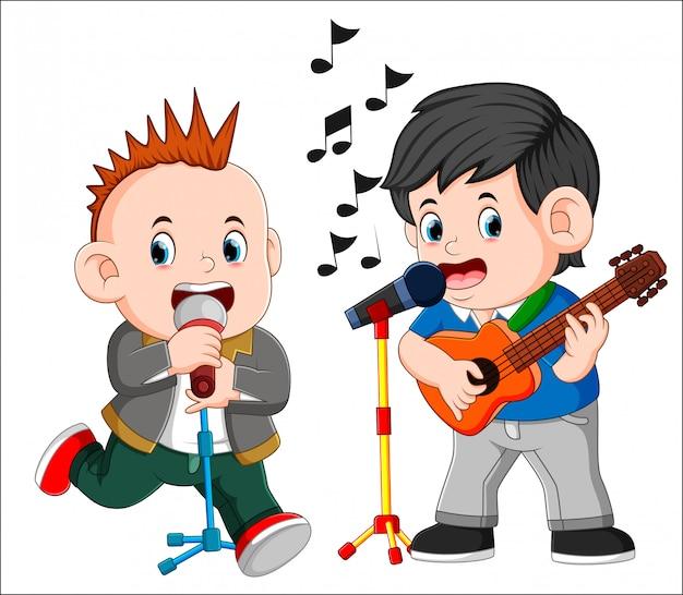 Due uomini che suonano la chitarra e cantano