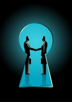 Due uomini d'affari si stringono la mano vista attraverso un buco della serratura