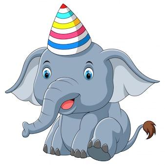 Elefante del bambino usando cartoon partito cappello