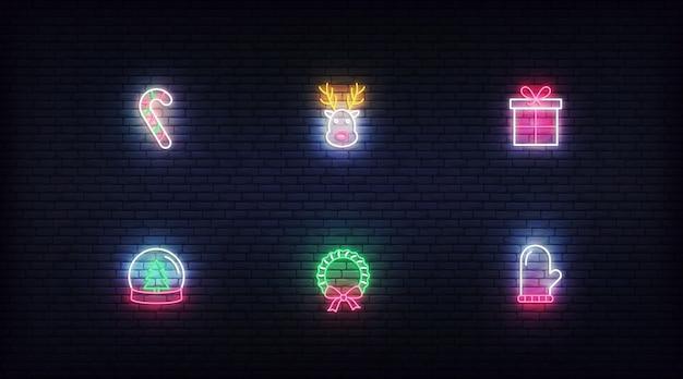 Elementi al neon di natale. simboli variopinti al neon d'ardore di vettore
