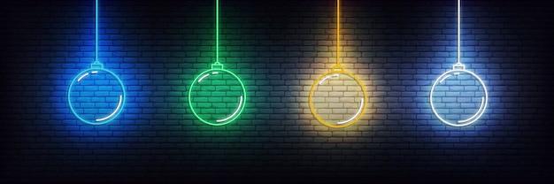 Elementi al neon palla di natale. insieme del segno d'ardore delle decorazioni variopinte realistiche di natale