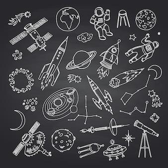Elementi dello spazio disegnati a mano sulla lavagna nera
