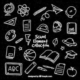 Elementi differenti della scuola sulla lavagna