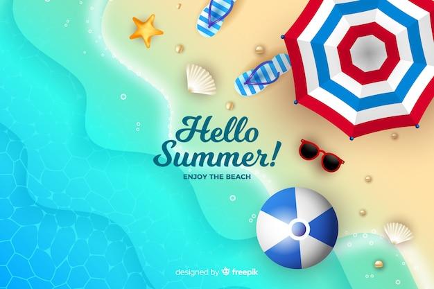 Elementi estivi realistici su uno sfondo di spiaggia